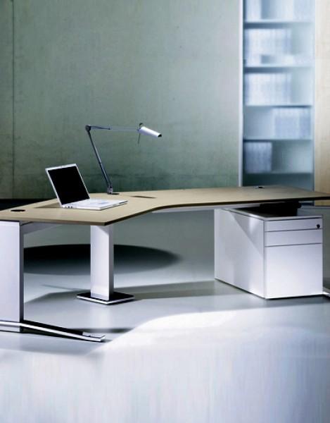 Höhenverstellbarer Schreibtisch Leuwico imove-C in Eckform | Pape+ ...