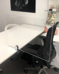 Plexiglas Trennwand für Gruppenarbeitsplatz | Virenschutz, viele Größen